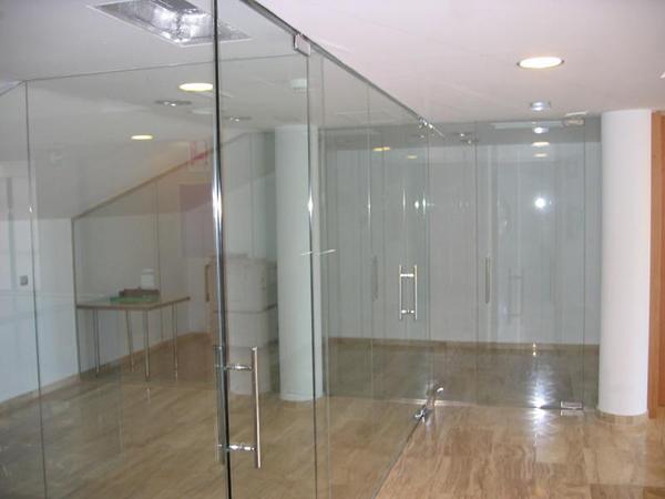 Aluminios garcilaso productos puertas de vidrio for Puertas de cristal templado