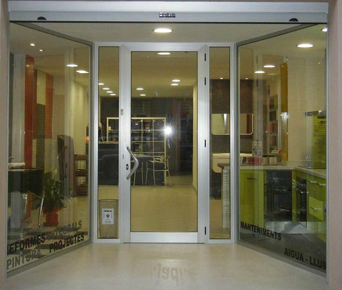 Aluminios garcilaso productos puertas de entrada de for Puertas de calle aluminio precios